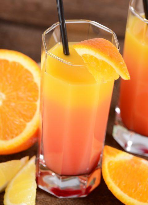 Drink bezalkoholowy Tęczowy ananas przepis