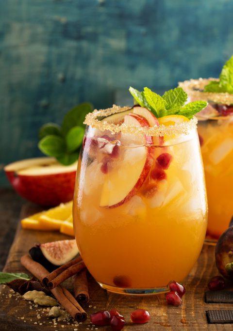 drink z białym winem i sokiem pomarańczowym